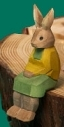 Osterhase Kind sitzend Gelb Grün 7 cm Geschnitzt NEU