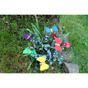 Holzspielzeug Holzschmetterling mit Stecker grün Schmetterling 9 x 7cm, Stab Länge 30 cm NEU