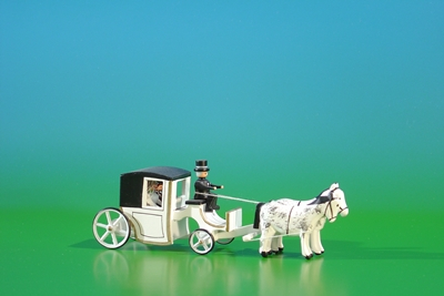 Gespannfahrzeuge Miniatur-Gespann Brautkutsche geschlossen in Weiß Länge ca 11 cm NEU