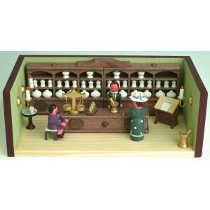 Miniaturstube Apotheke mit Apotheker BxHxT 11x4x6 cm NEU