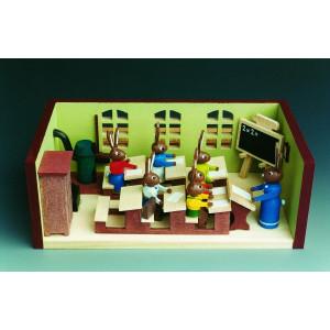 Miniaturstube Klassenzimmer mit Hasenlehrerin BxHxT 11x4x6 cm NEU