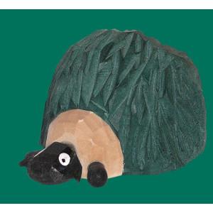 Schaf Gustel im Heuhaufen geschnitzt
