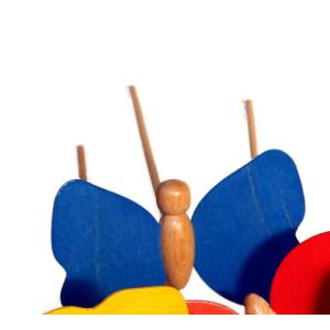 Holzspielzeug Holzschmetterling mit Stecker blau Schmetterling 9 x 7cm, Stab Länge 30 cm NEU