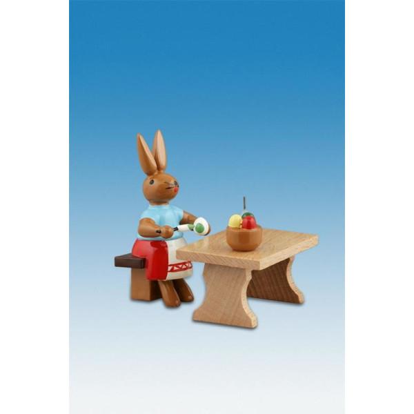 Osterhase Hasenmalerin mit Tisch Höhe ca 7,5 cm NEU